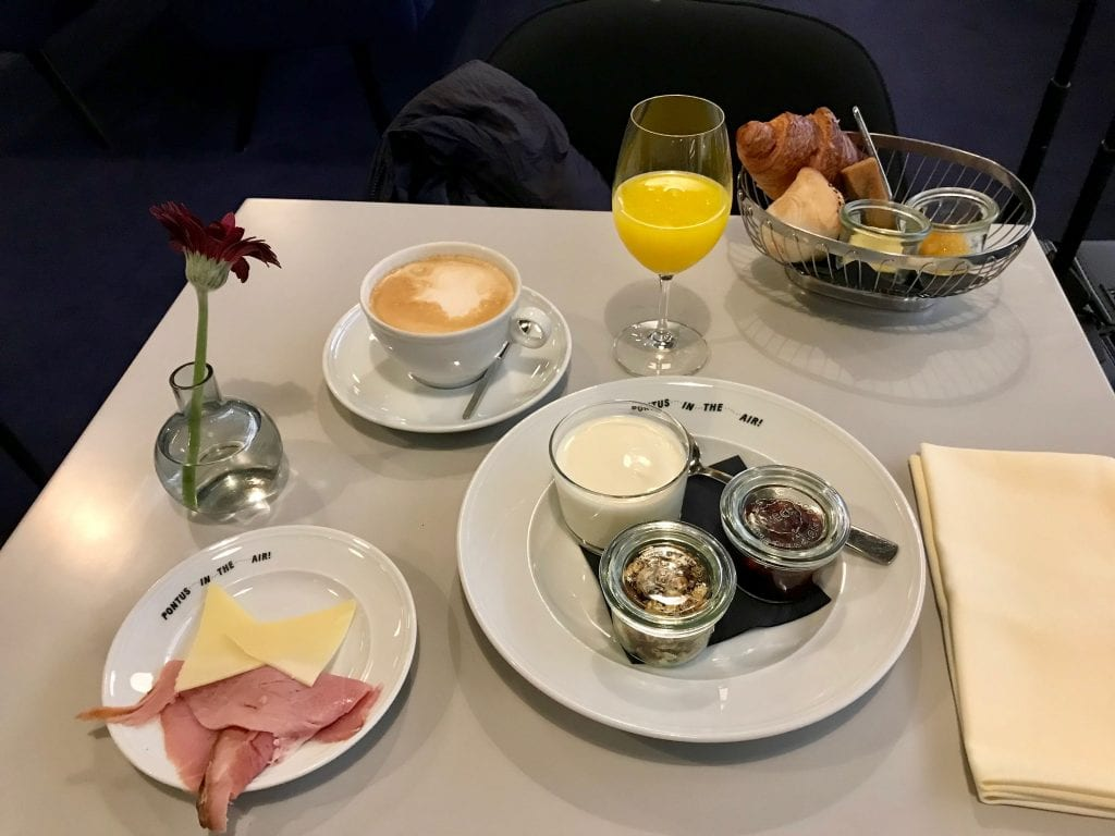 Frukost i American Express Lounge by Pontus