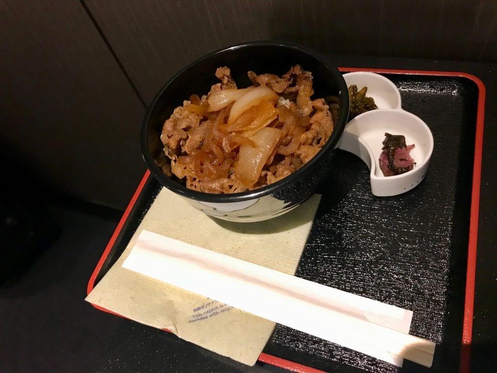 Yakiniku-liknande rätt med ris, ANA Suite Lounge