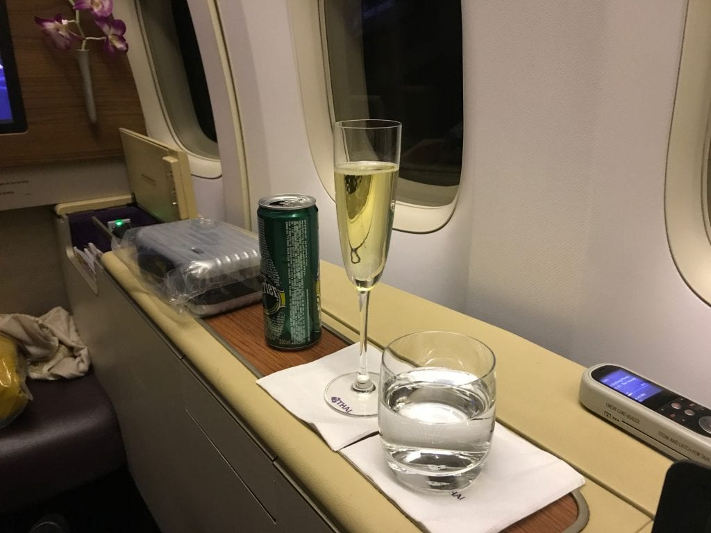 Thai First Class, champagne & bubbelvatten