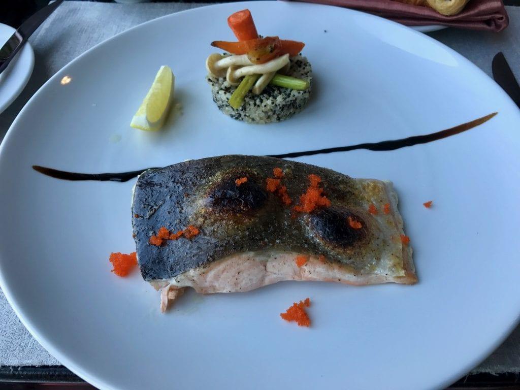 Sous vide-lax med quinoa och grönsaker