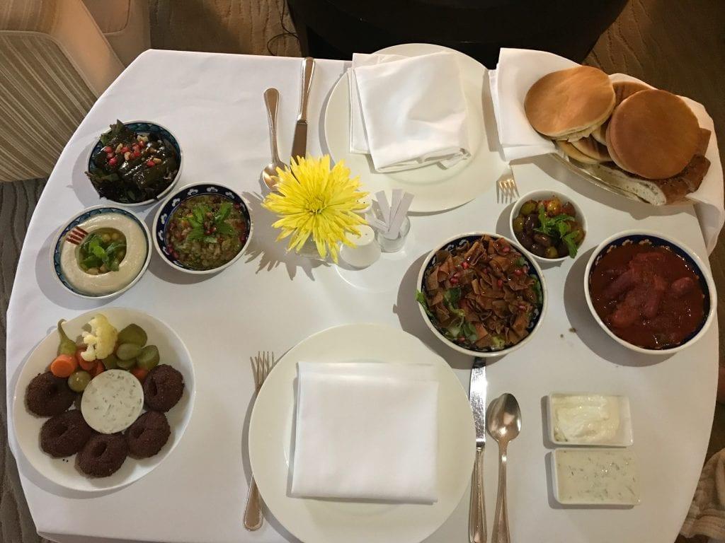 Room service med arabisk mat, Park Hyatt Dubai