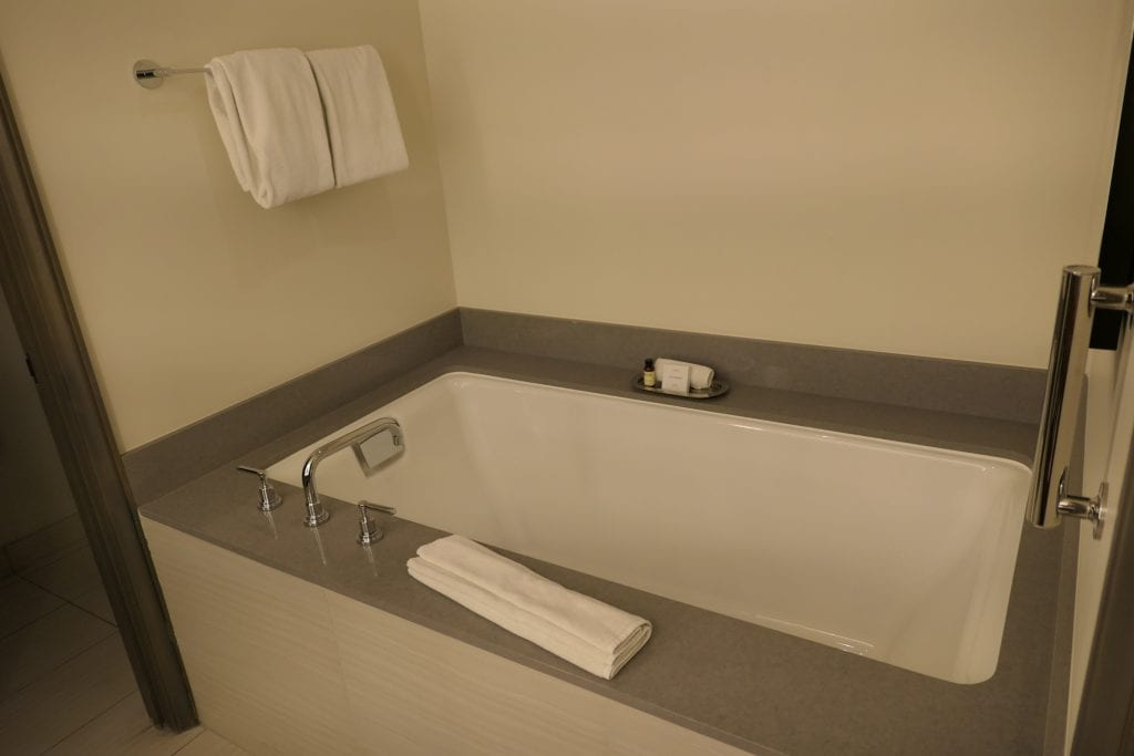 Det första badrummet, The Phoenician