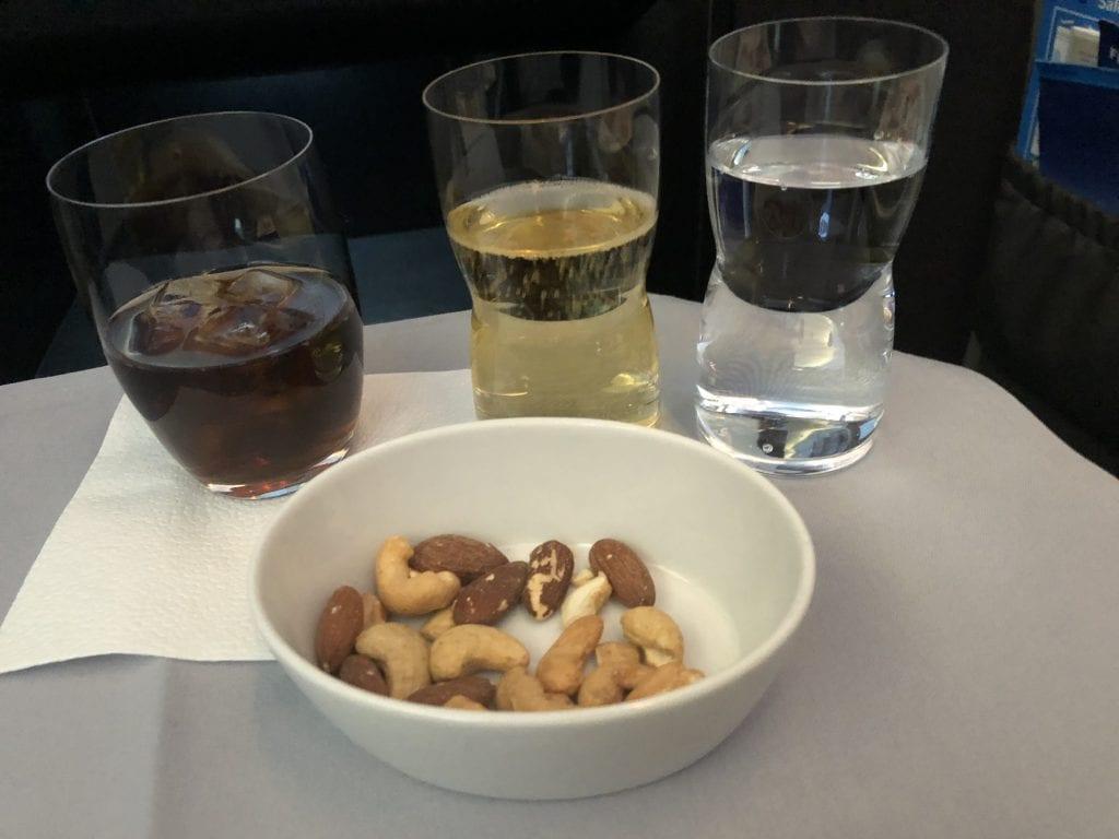 SAS Business Class, nötter och dryck