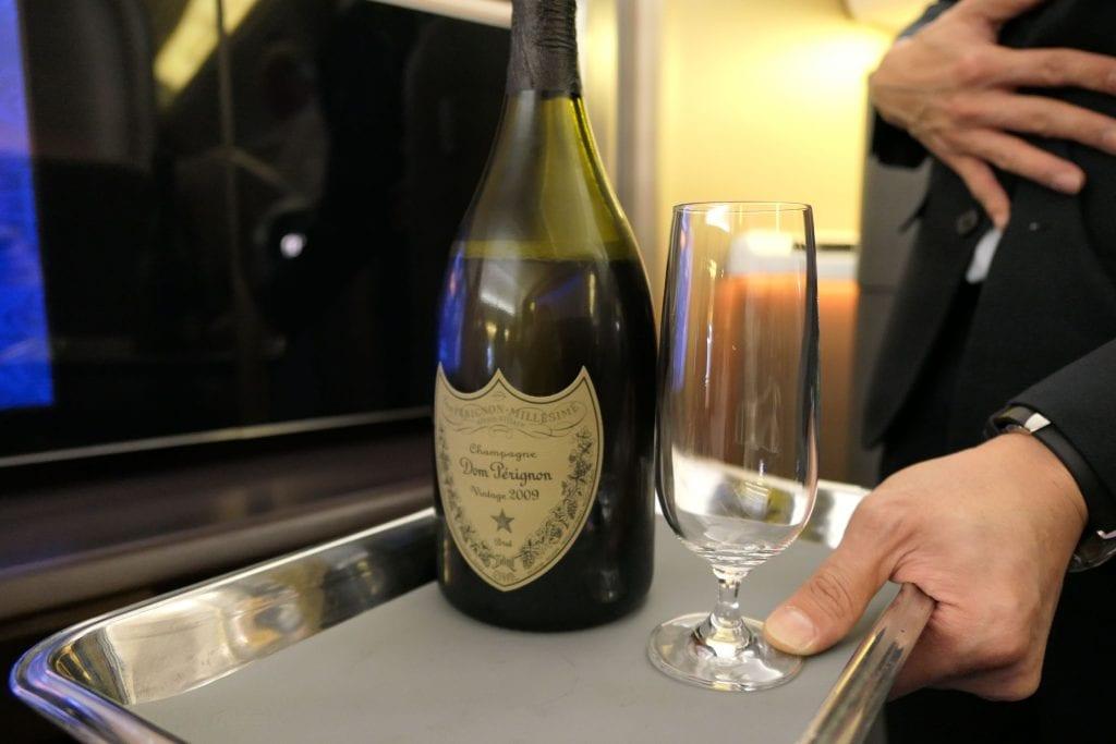 Champagneservering innan avgång, Singapore First Class